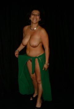Vrouwtje heeft mooie gebruinde borsten!